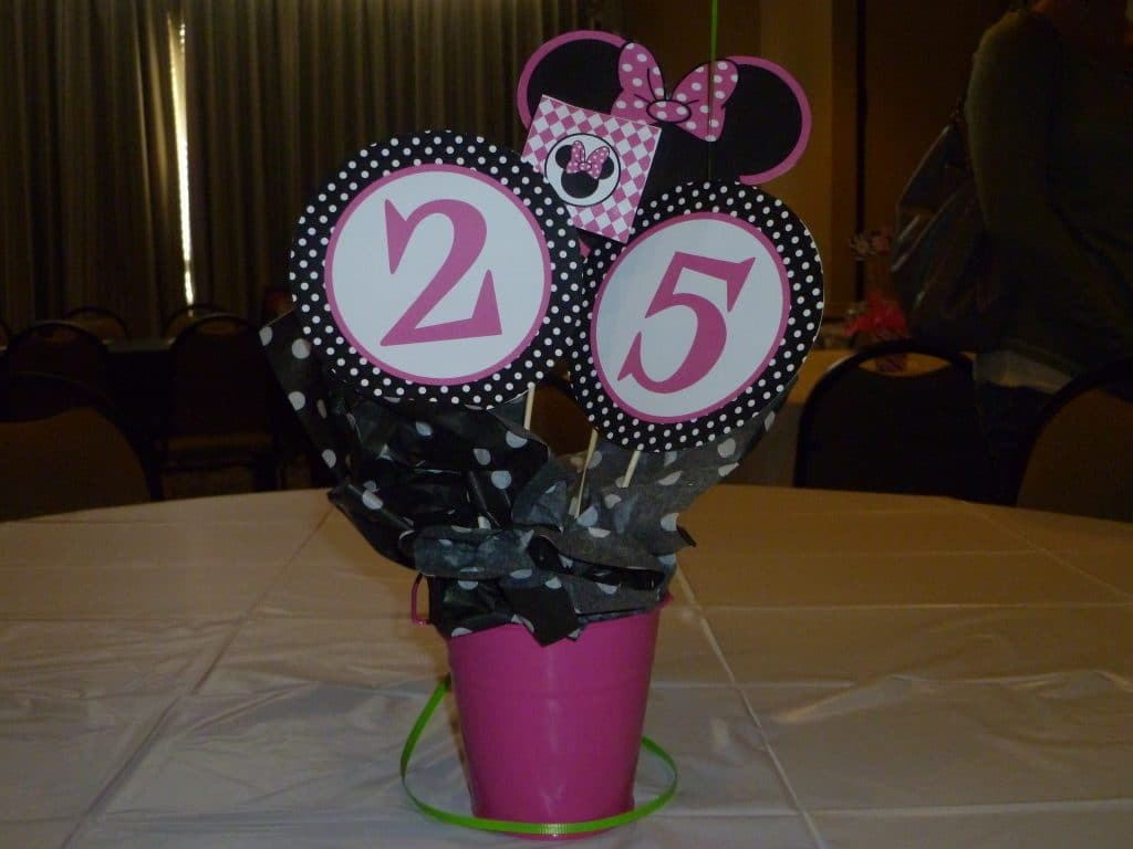joint birthday minnie mouse party centerpiece