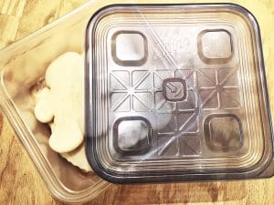 sugar cookies in ziploc container