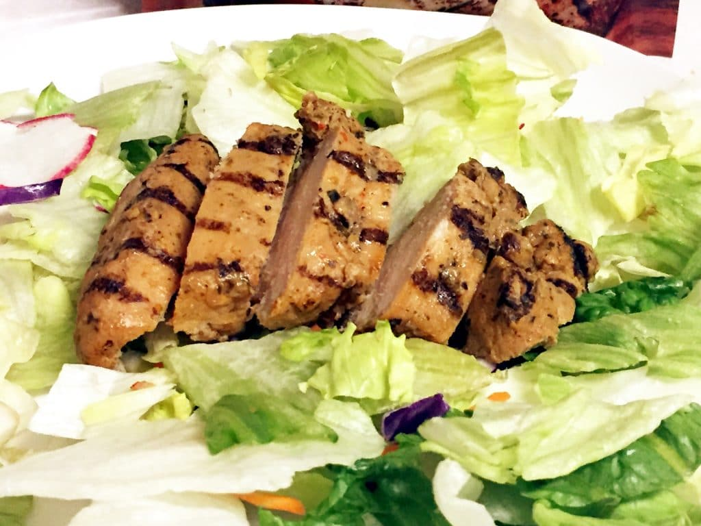 healthy salad with chicken strips - low calorie recipes