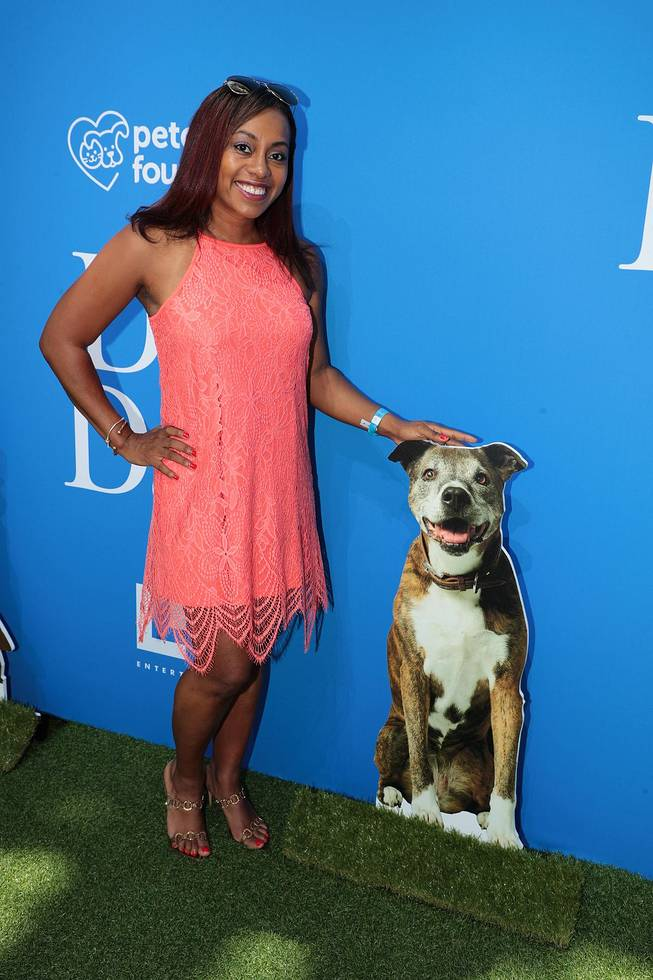 entertainment blogger ari adams at the premiere of dog days