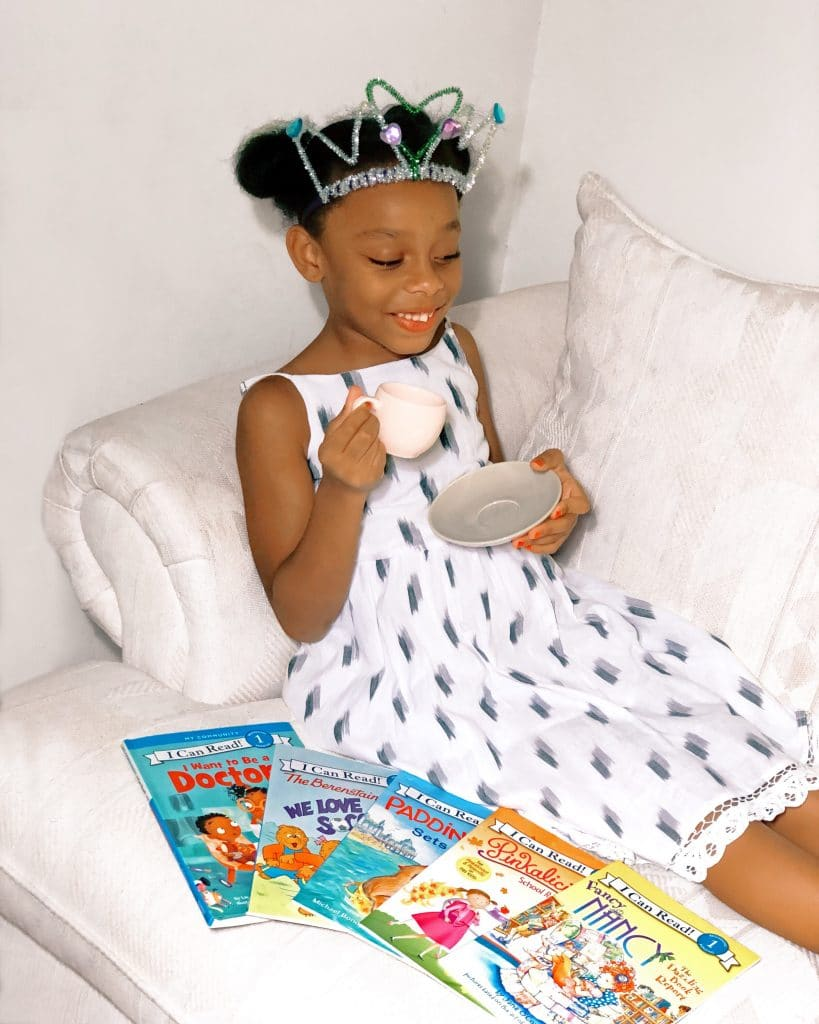 instructions on how to make a DIY tiara using pipe cleaners and headband