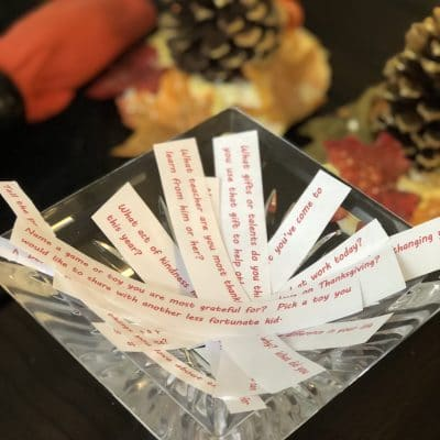 a fun family thanksgiving game to show kids how to give thanks