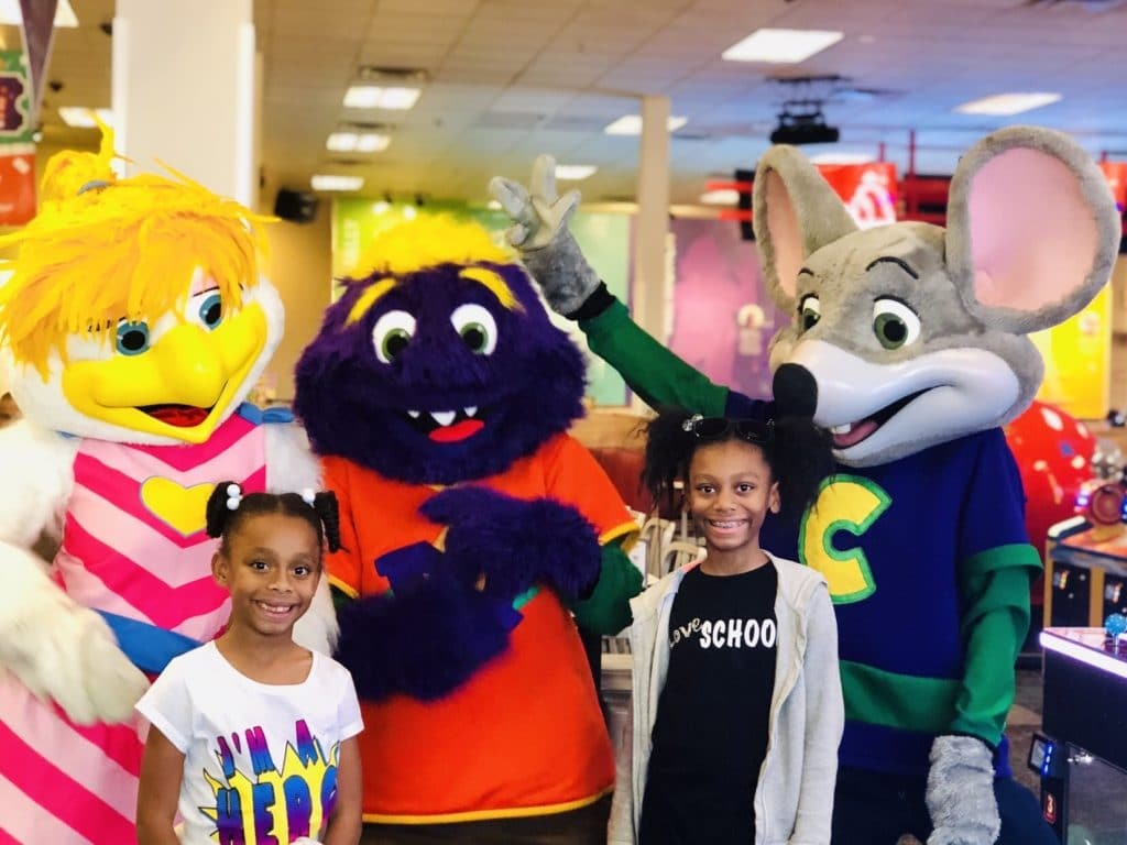 chuck e cheese characters