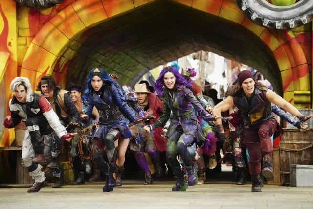 descendants 3 cast dancing